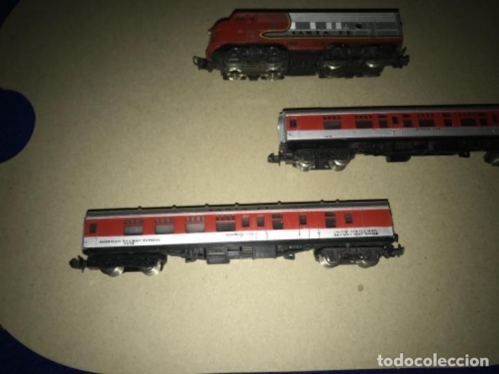 Trenes Escala: LOCOMOTORA MEHANO, SANTA FE, ESCALA N Y 2 VAGONES - Foto 5 - 204804158