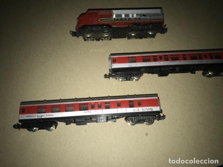 Trenes Escala: LOCOMOTORA MEHANO, SANTA FE, ESCALA N Y 2 VAGONES - Foto 6 - 204804158