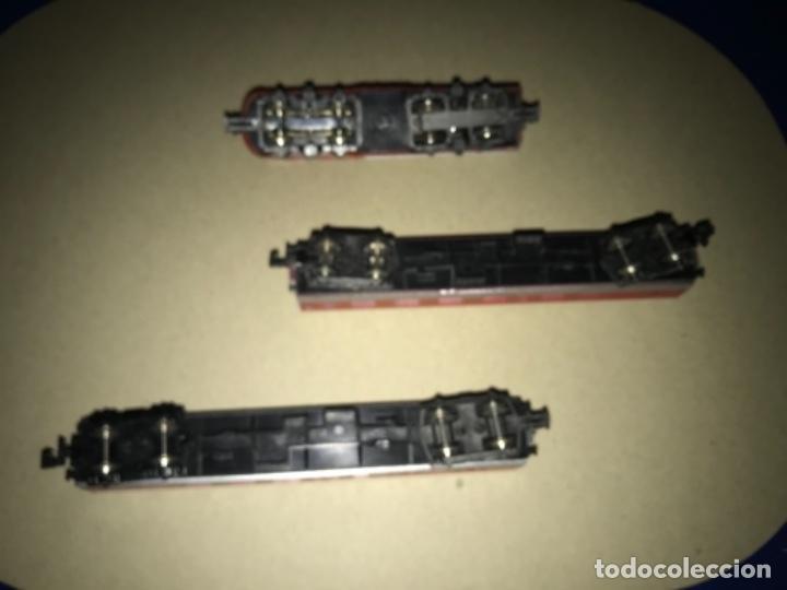 Trenes Escala: LOCOMOTORA MEHANO, SANTA FE, ESCALA N Y 2 VAGONES - Foto 7 - 204804158