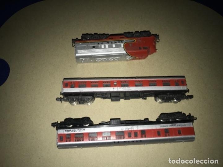 Trenes Escala: LOCOMOTORA MEHANO, SANTA FE, ESCALA N Y 2 VAGONES - Foto 10 - 204804158