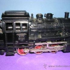 Trenes Escala: LOCOMOTORA MARKLIN HO VAPOR 89028 1970. Lote 26813407