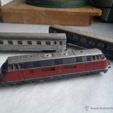 Trenes Escala: MÁQUINA FUNCIONANDOY DOS VAGONES PASAJEROS MARKLIN. Lote 47762127