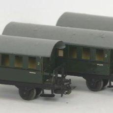 Trenes Escala: LOTE DE 3 VAGONES EN HOJALATA. MARKLIN. REF 4000. ESC H0. CIRCA 1930.. Lote 56297387