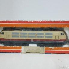 Trenes Escala: MARKLIN H0 CORRIENTE ALTERNA 3054 LOCOMOTORA CON PANTOGRAFOS DE LA DB ALEMANA COLOR CREMA CON FRANJA. Lote 136457026