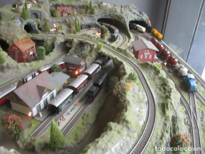 Trenes Escala: Maqueta Artesanal - Marklin H0 - Via Tipo C - 12 Desvíos, 2 Semáforos, 2 Estaciones, 1 Apeadero, etc - Foto 2 - 165636178