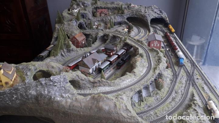 Trenes Escala: Maqueta Artesanal - Marklin H0 - Via Tipo C - 12 Desvíos, 2 Semáforos, 2 Estaciones, 1 Apeadero, etc - Foto 4 - 165636178