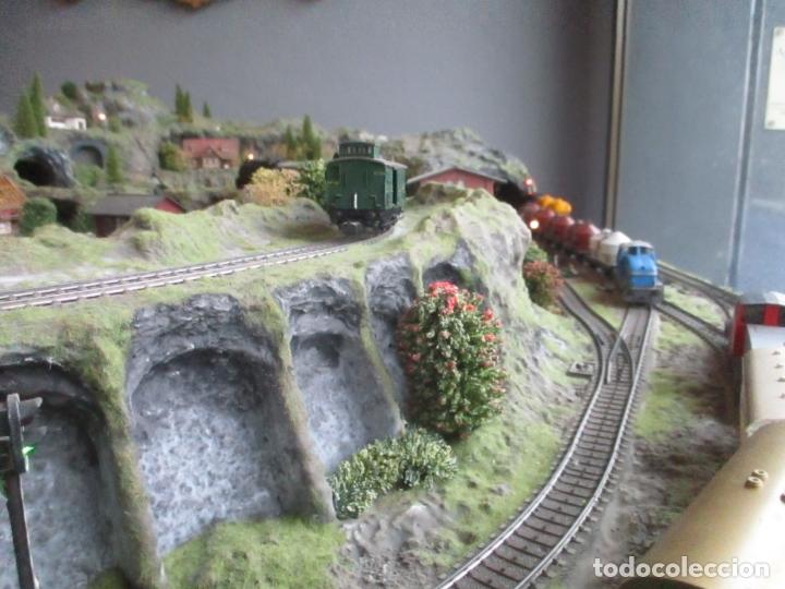 Trenes Escala: Maqueta Artesanal - Marklin H0 - Via Tipo C - 12 Desvíos, 2 Semáforos, 2 Estaciones, 1 Apeadero, etc - Foto 13 - 165636178