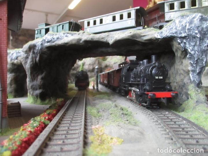 Trenes Escala: Maqueta Artesanal - Marklin H0 - Via Tipo C - 12 Desvíos, 2 Semáforos, 2 Estaciones, 1 Apeadero, etc - Foto 15 - 165636178