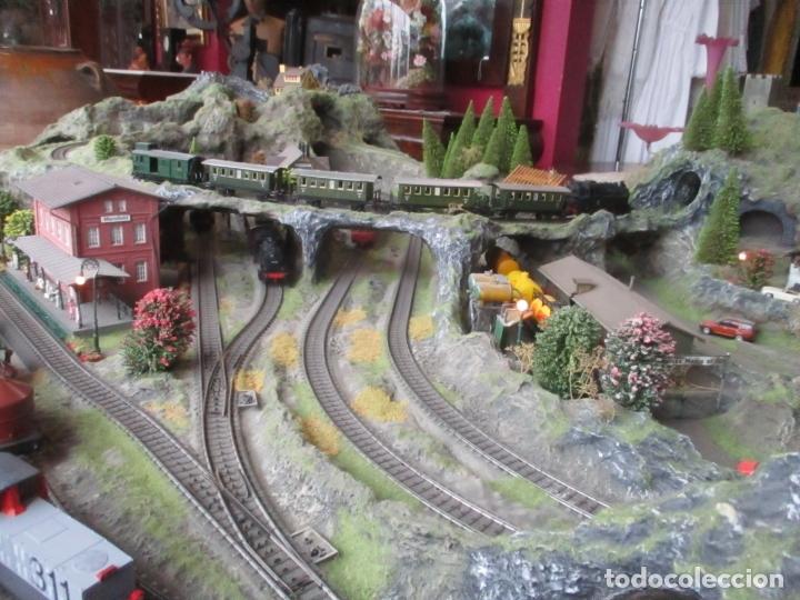 Trenes Escala: Maqueta Artesanal - Marklin H0 - Via Tipo C - 12 Desvíos, 2 Semáforos, 2 Estaciones, 1 Apeadero, etc - Foto 16 - 165636178