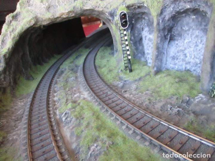 Trenes Escala: Maqueta Artesanal - Marklin H0 - Via Tipo C - 12 Desvíos, 2 Semáforos, 2 Estaciones, 1 Apeadero, etc - Foto 29 - 165636178