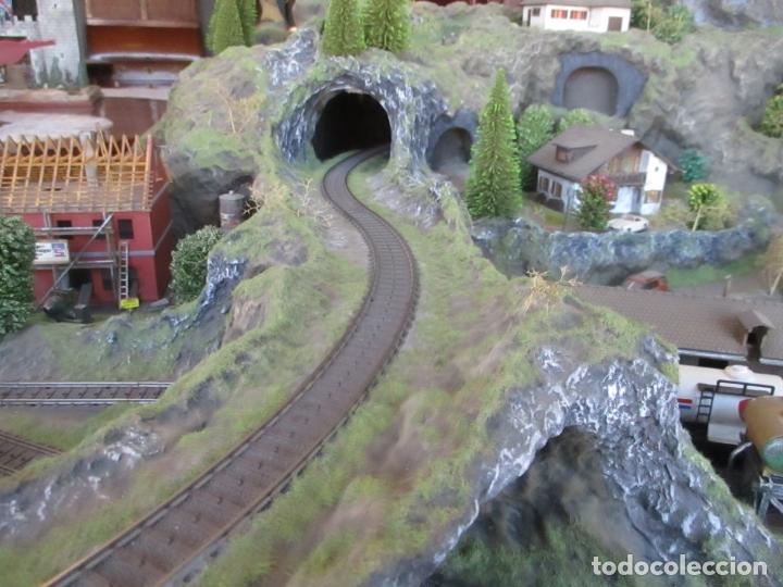 Trenes Escala: Maqueta Artesanal - Marklin H0 - Via Tipo C - 12 Desvíos, 2 Semáforos, 2 Estaciones, 1 Apeadero, etc - Foto 32 - 165636178