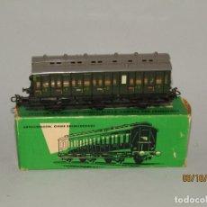 Trenes Escala: ANTIGUO COCHE DE VIAJEROS 2ª CLASE 3 EJES CON COMPARTIMENTOS EN ESCALA *H0* DE MÄRKLIN. Lote 178214785