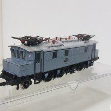 Trenes Escala: LOCOMOTORA MARKLIN E04 17 GRIS ESCALA H0 CORRIENTE ALTERNA CON PANTOGRAFOS DE 19 CM. Lote 194062495