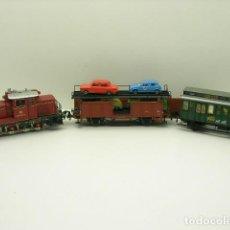 Trenes Escala: LOCOMOTORA 260 MAS DOS VAGONES. Lote 194633026