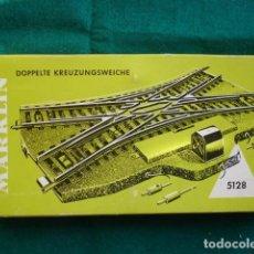 Trenes Escala: MARKLIN 5128 CRUCE ESCALA HO CON CAJA. Lote 195188022