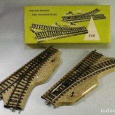 Trenes Escala: MARKLIN. ESCALA H0. CAJA DE DOS DESVÍOS MANUALES DERECHA E IZQUIERDA. ALGO DE ÓXIDO .. Lote 195532545