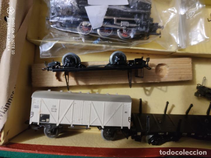 Trenes Escala: ANTIGUO ESCASISIMO TREN MARKLIN ESCALA HO MAQUINA VAGONES VIAS EN CAJA AÑOS 40 -50 - Foto 3 - 221417257