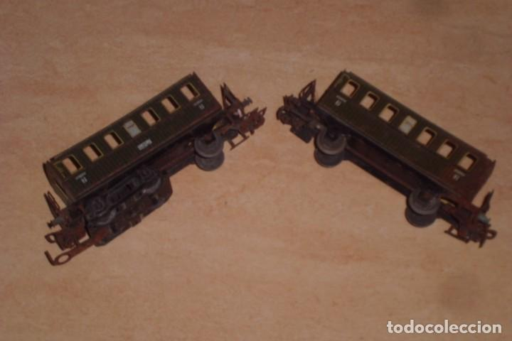 Trenes Escala: GRAN LOTE DE VIAS MARKLIN HO Y DOS VAGONES - AÑOS 70, 81 PIEZAS. - Foto 3 - 227829810