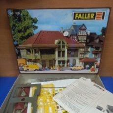 Trenes Escala: PRECIOSA MAQUETA CONSTRUCCION OFICINA DE CORREOS POST OFICCE DE FALLER TREN ESCALA H0 CAJA ORIGINAL. Lote 278965178
