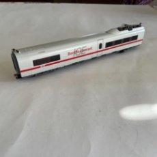 Trenes Escala: MARKLIN. HO COCHE MOTOR INTERMEDIO ICE CON MOTOR PLACA Y ENGANCHES. Lote 284627248