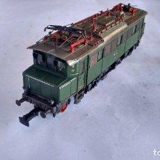 Trenes Escala: MARKLIN H0, LOCOMOTORA ELÉCTRICA. FUNCIONA. CON LUZ. . ALTERNA. Lote 288395918