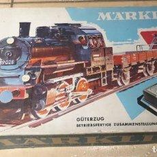 Trenes Escala: CAJA MARKLIN EN MUY BUEN ESTADO TANTO LA MAQUINA Y VAGONES VIAS Y TRANSFORMADOR NO SE SI FUNCIONA. Lote 294488408
