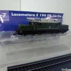 Trenes Escala: LOCOMOTORA ESTATICA DE LA DB E194 CO CO. Lote 98567792