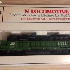 Trenes Escala: LOCOMOTORA BURLINGTON NORTHERN 6836 LUZ BACHMANN N 67053. Lote 114491699