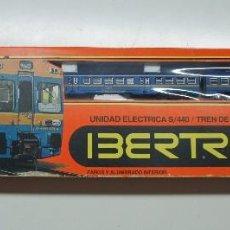 Trenes Escala: IBERTREN LOCOMOTORA CON 2 VAGONES ,EN CAJA ESCALA 2N .REF 990.. Lote 114930107