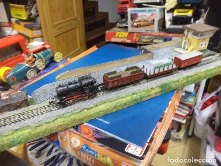Maqueta Tren de mercancías Minitrix esc.N.Locomotora de vapor,3 vagones y estación término.TRIX. segunda mano