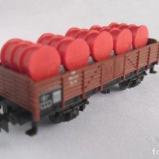 Trenes Escala: MINITRIX N VAGÓN CARGA CON BIDONES, BUEN ESTADO. SIN CAJA. VÁLIDO IBERTREN. Lote 128134339