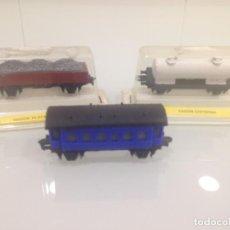 Trenes Escala: TREN, COMPOSICION 3 VAGONES, COCHE VIAJEROS, VAGON CISTERNA Y VAGÓN PLATAFORMA CON BALASTO. Lote 133818858