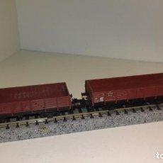 Trenes Escala: MINITRIX N 2 VAGONES BORDE BAJO (CON COMPRA DE 5 LOTES O MAS, ENVÍO GRATIS). Lote 168843644
