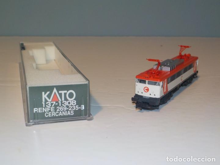 KATO REF: 137-1308 - LOCOMOTORA ELÉCTRICA RENFE CERCANÍAS 269-235-8 DE CORRIENTE CONTINUA - ESCALA N (Juguetes - Trenes Escala N - Otros Trenes Escala N)