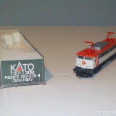 Comboios Escala: KATO REF: 137-1308 - LOCOMOTORA ELÉCTRICA RENFE CERCANÍAS 269-235-8 DE CORRIENTE CONTINUA - ESCALA N. Lote 194753221