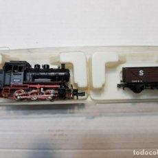 Trenes Escala: TRIX LOCOMOTORA A VAPOR WESTERN GERMANY ESCALA N CON VAGON EN BLISTER. Lote 195235373