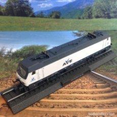 Comboios Escala: LOCOMOTORA AVE: 252 RENFE BO-BO- ESCALA N *** CLUB INTERNACIONAL DEL LIBRO *** NUEVA. Lote 233492115