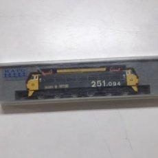 Trenes Escala: LOCOMOTORA KATO RENFE 251.094 CON CAJA. Lote 220974141