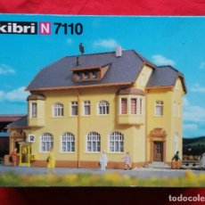 Trenes Escala: OFICINA POSTAL Y EDIFICIO DE MUNDERKINGEN - KIBRI N 7110 - EN SU CAJA ORIGINAL - PJRB. Lote 245107690