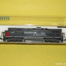 Trenes Escala: LOCOMOTORA DIESEL C44-9W DE LA CIA AMERICANA SOUTHERN PACIFIC Nº 8100 EN ESC. *N* DE KATO. Lote 257269440