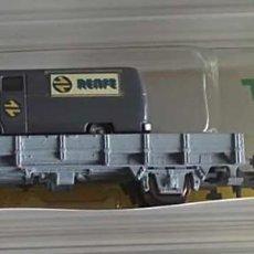 """Trenes Escala: VAGÓN PLATAFORMA BAJA TRASPORTANDO VEHÍCULO MERCEDES MB L319 """"RENFE"""" - MINITRIX 15041-39. Lote 276215418"""