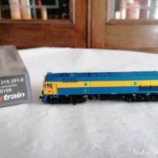 Trenes Escala: STARTRAIN N 60108 LOCOMOTORA DIÉSEL 319.201-0 AMARILLA/AZUL RENFE NUEVA OVP. Lote 276610933