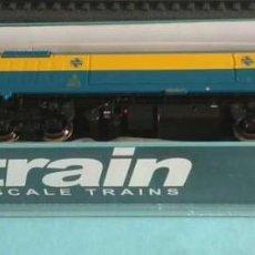 Trenes Escala: LOCOMOTORA DIESEL RENFE 319 AZUL/AMARILLO - STARTRAIN 60108. Lote 287177723