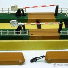 Trenes Escala: PASO A NIVEL CON BARRERAS TREN PAYÁ H0 CON CAJA. Lote 42590654