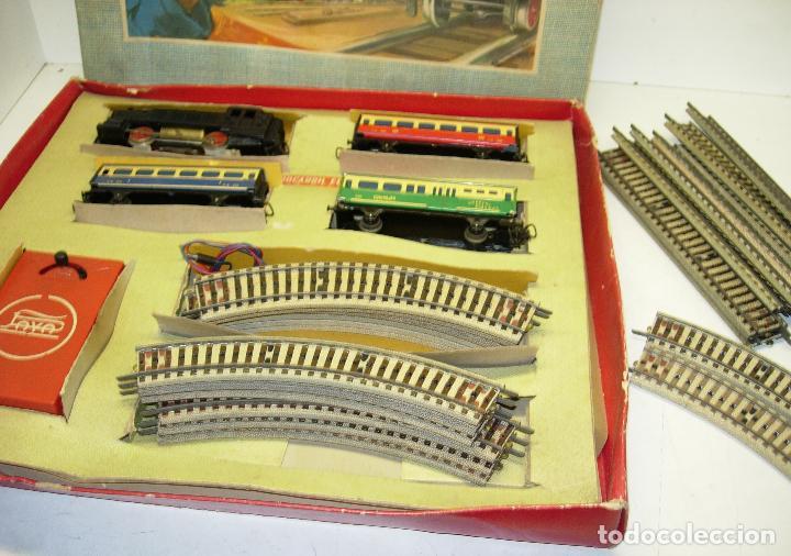 Trenes Escala: Circuito tren PAYA H0 Locomotora, 3 vagones, pasajeros, Correos + cisterna CAMPSA RENFE y vías extra - Foto 4 - 70102858