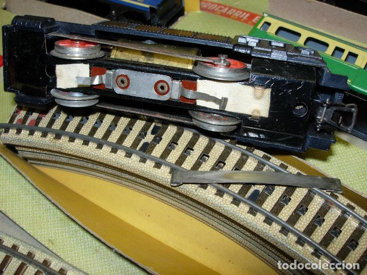 Trenes Escala: Circuito tren PAYA H0 Locomotora, 3 vagones, pasajeros, Correos + cisterna CAMPSA RENFE y vías extra - Foto 8 - 70102858