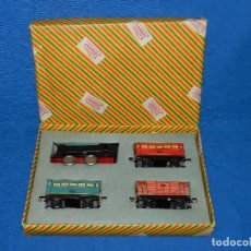 Trenes Escala: (M) CAJA TREN PAYA COMPLETA , TREN Y VAGONES DE HOJALATA , RUEDAS DE PLASTICO, AÑOS 50 , BUEN ESTADO. Lote 85745780
