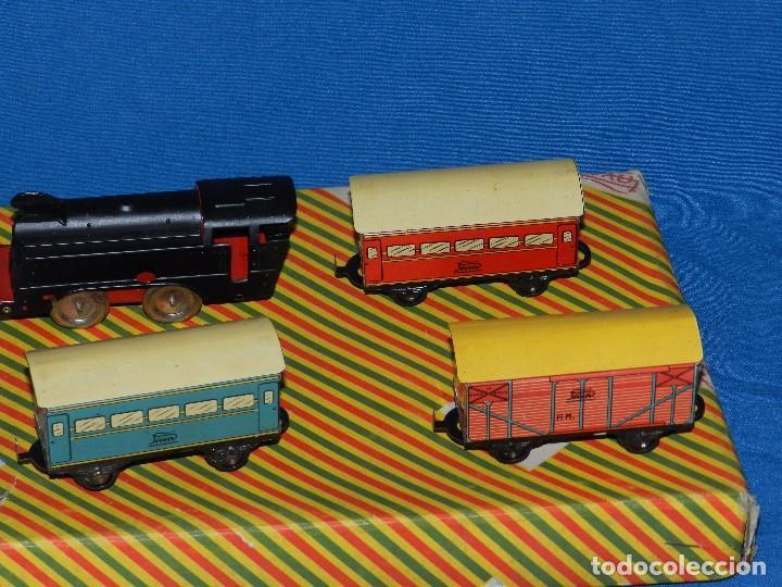 Trenes Escala: (M) CAJA TREN PAYA COMPLETA , TREN Y VAGONES DE HOJALATA , RUEDAS DE PLASTICO, AÑOS 50 , BUEN ESTADO - Foto 3 - 85745780