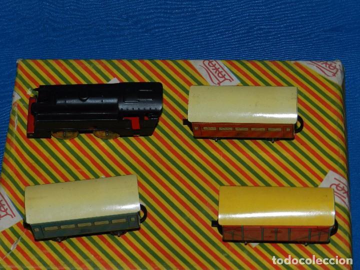 Trenes Escala: (M) CAJA TREN PAYA COMPLETA , TREN Y VAGONES DE HOJALATA , RUEDAS DE PLASTICO, AÑOS 50 , BUEN ESTADO - Foto 4 - 85745780