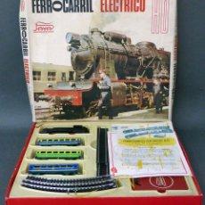 Trenes Escala: TREN FERROCARRIL ELÉCTRICO PAYÁ H0 VAGONES HOJALATA A PILAS AÑOS 60 NO FUNCIONA. Lote 97694615